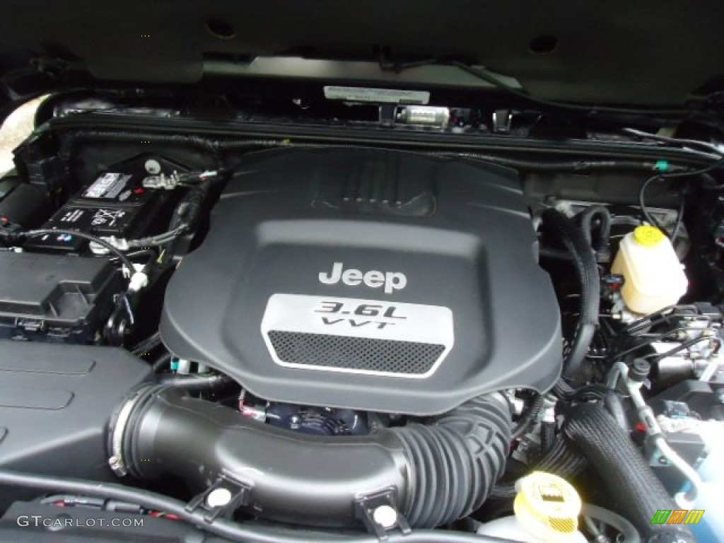 2012 Jeep Wrangler Unlimited Rubicon 4x4 Engine Photos