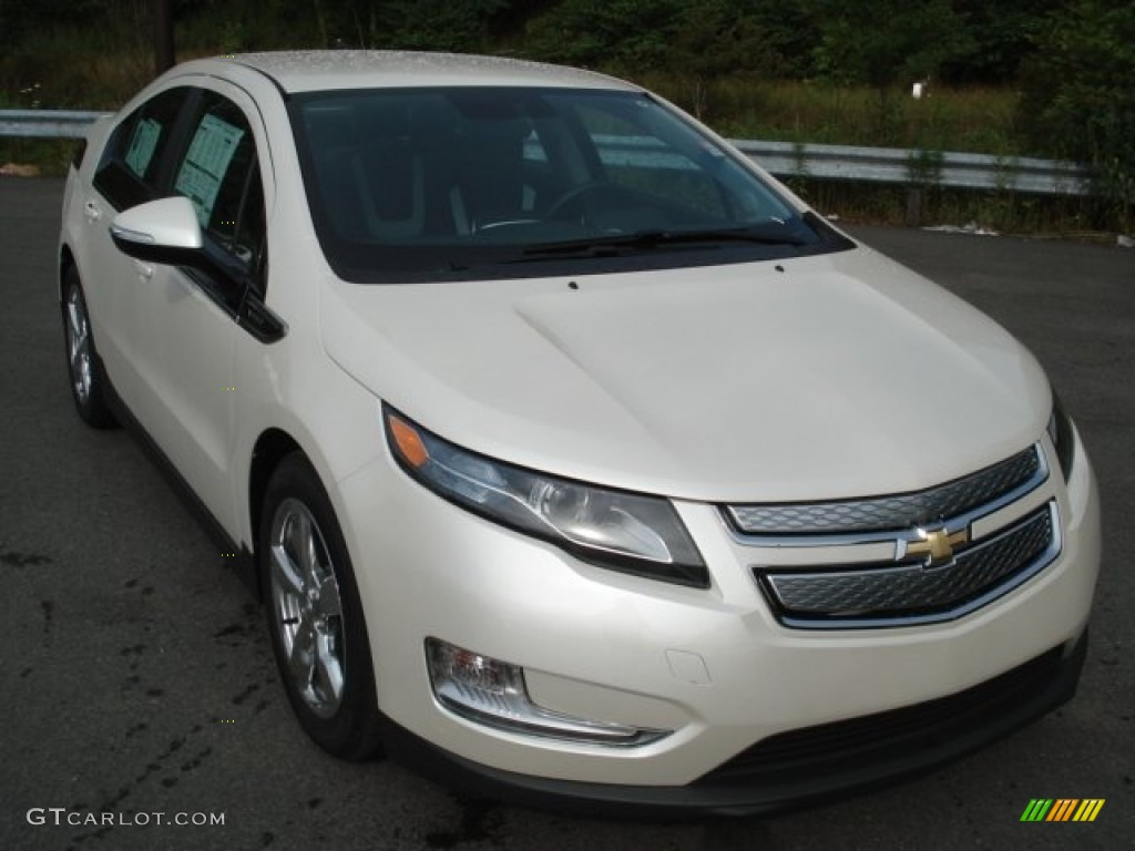 White Diamond Tricoat 2013 Chevrolet Volt Standard Volt Model Exterior Photo #68273144