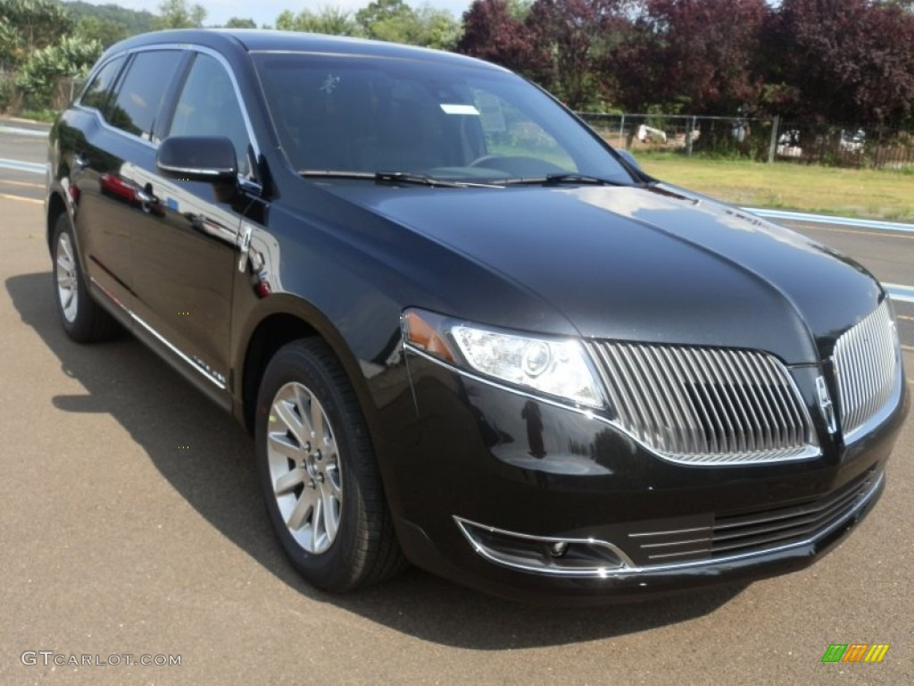 Lincoln Mkt Town Car: Tuxedo Black 2013 Lincoln MKT Town Car Livery AWD Exterior