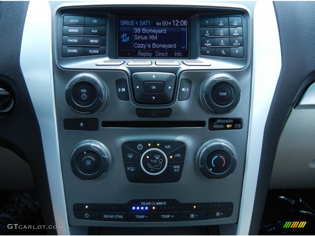 2013 Ford Explorer 4WD Controls Photos