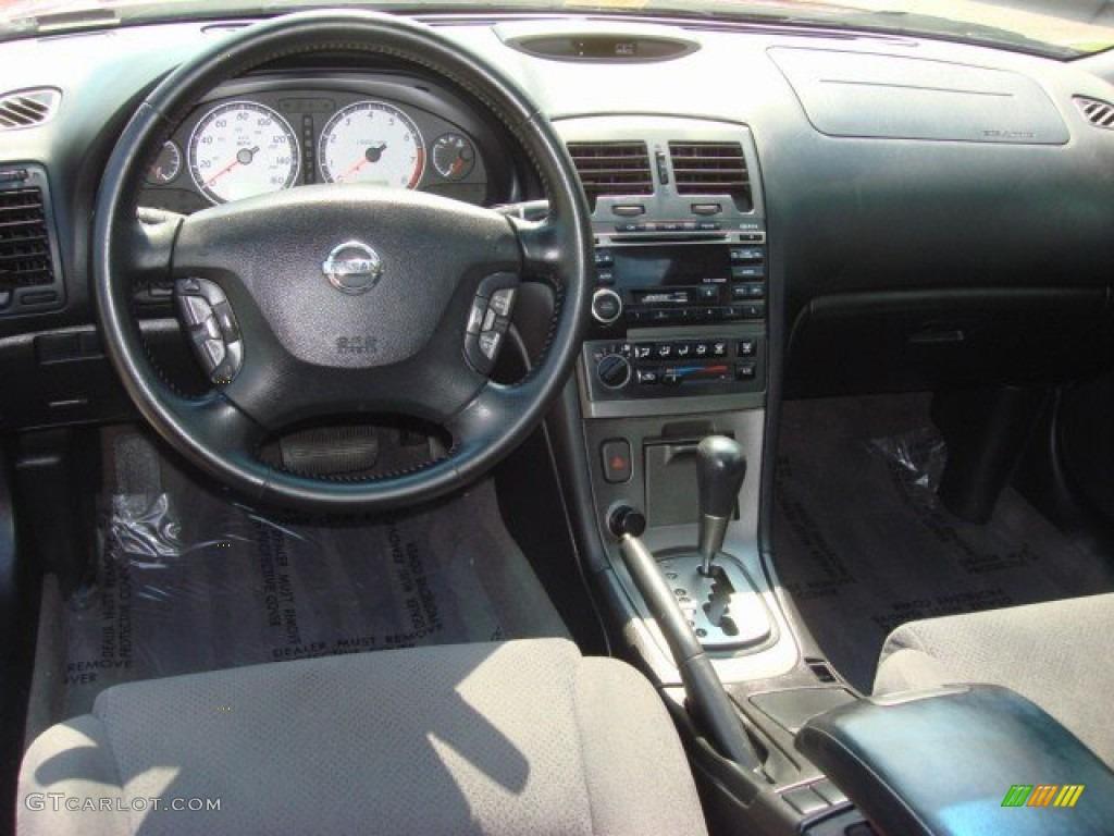 2002 Nissan Maxima SE Black Dashboard Photo #68595920