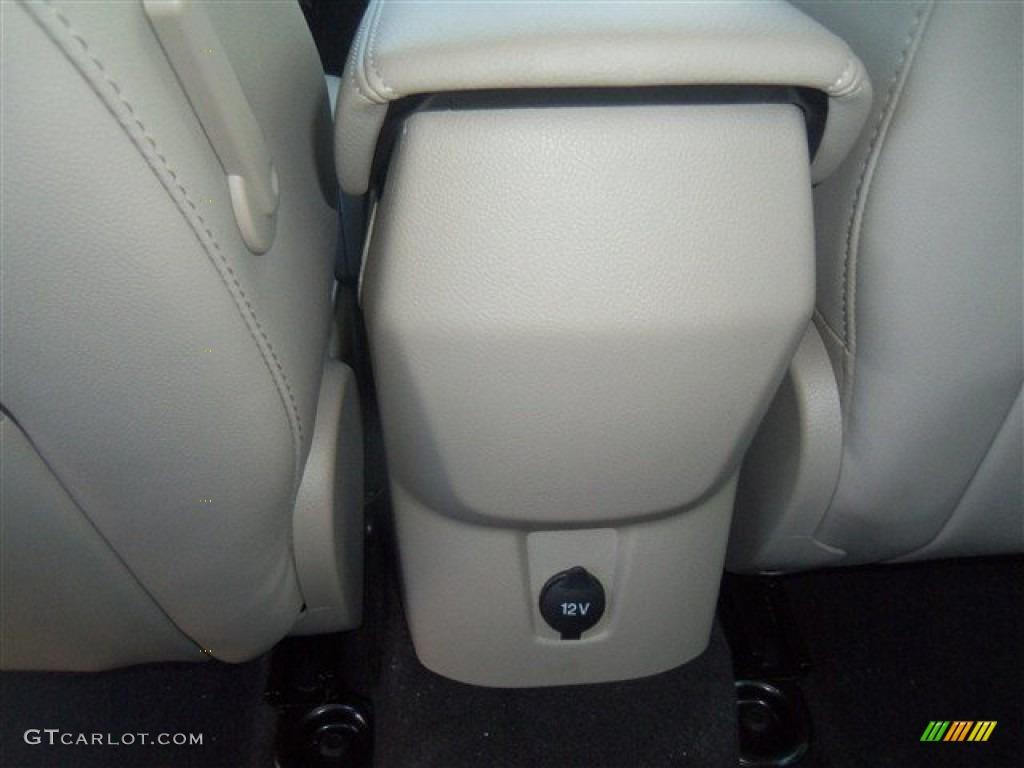 2012 Focus SEL Sedan - White Platinum Tricoat Metallic / Stone photo #43