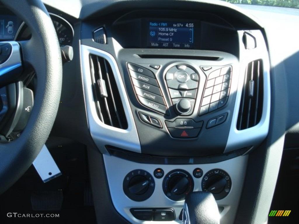 2013 Ford Focus SE Sedan Controls Photo #69147224