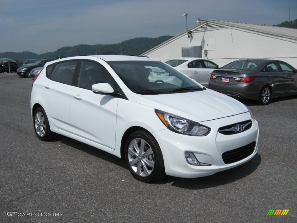 Century White 2013 Hyundai Accent Se 5 Door Exterior Photo
