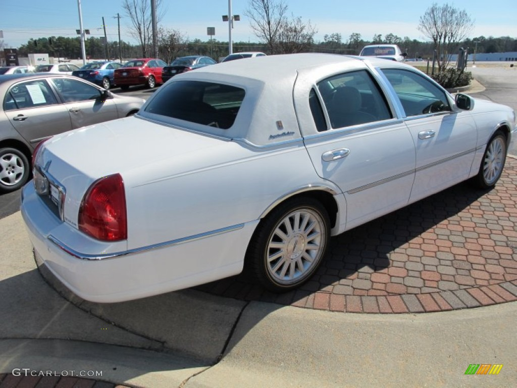 vibrant white 2004 lincoln town car signature exterior photo 69249009. Black Bedroom Furniture Sets. Home Design Ideas