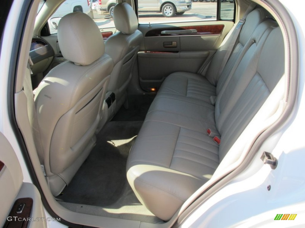 2004 lincoln town car signature rear seat photo 69249054. Black Bedroom Furniture Sets. Home Design Ideas