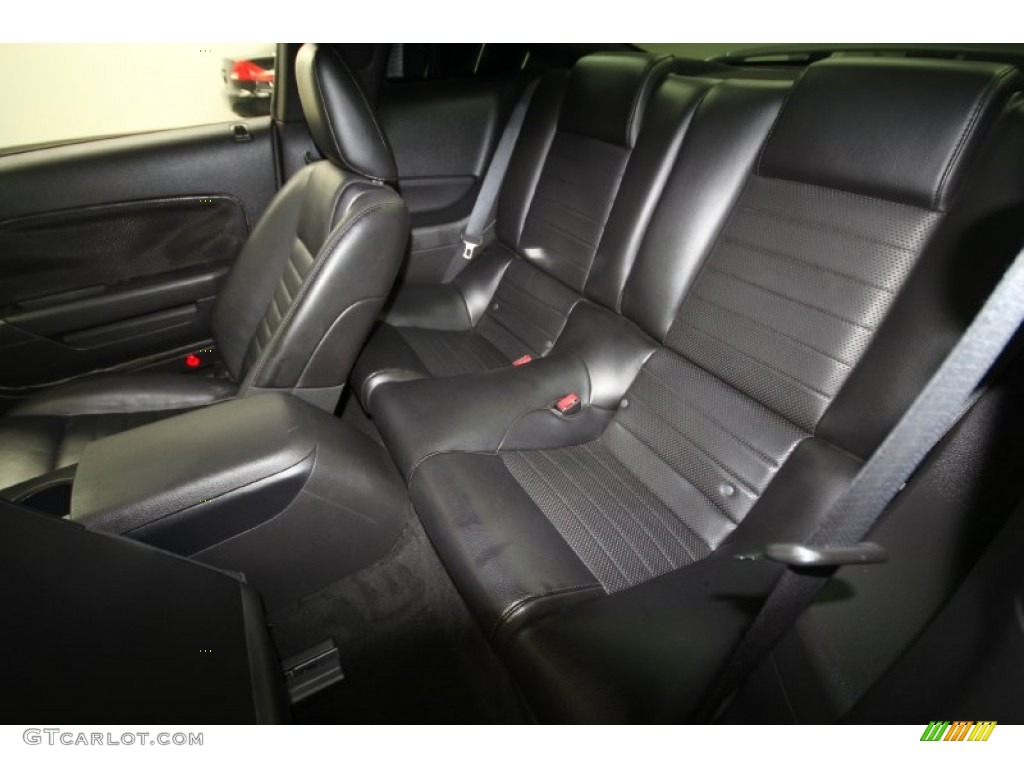 Dark Charcoal Interior 2006 Ford Mustang GT Premium Coupe Photo #69429241