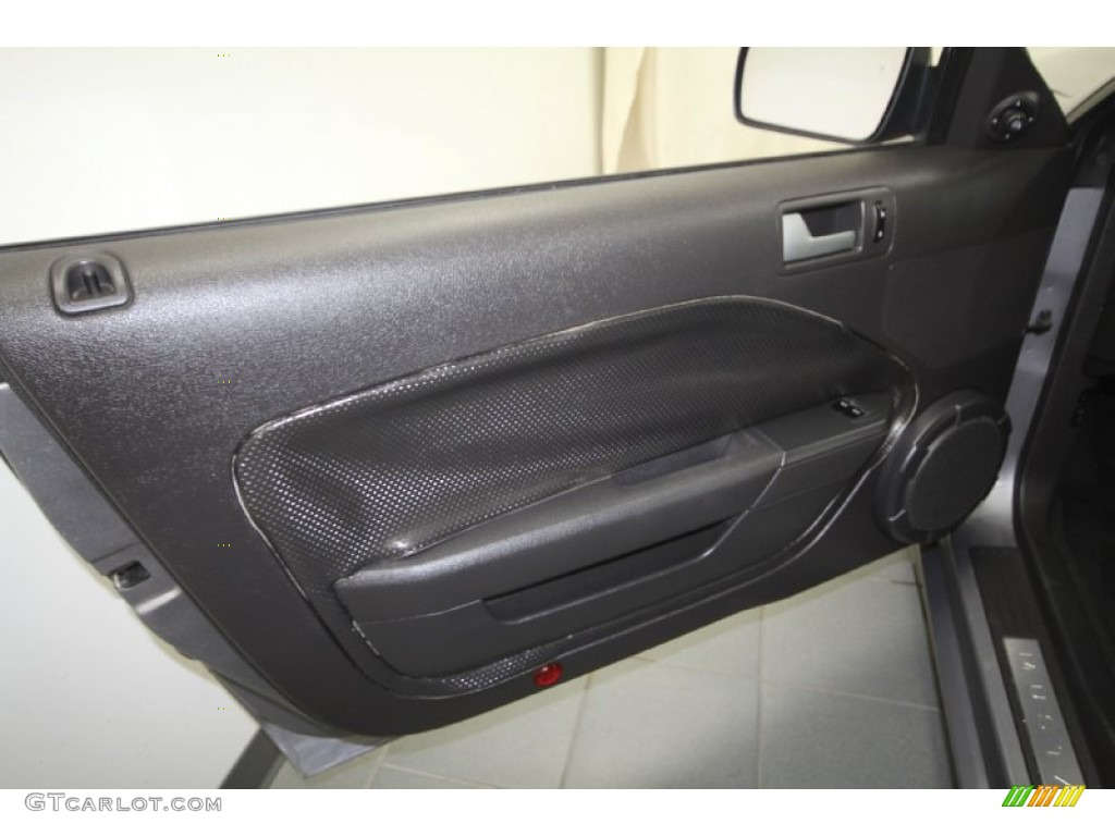 2006 Ford Mustang GT Premium Coupe Dark Charcoal Door Panel Photo #69429250