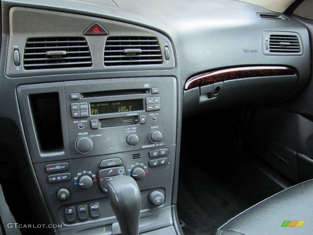 2003 Volvo S60 2.4 Graphite Dashboard Photo #69457585   GTCarLot.com