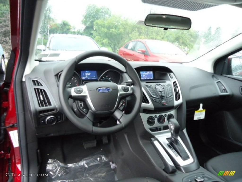 2013 ford focus se hatchback charcoal black dashboard photo 69530838