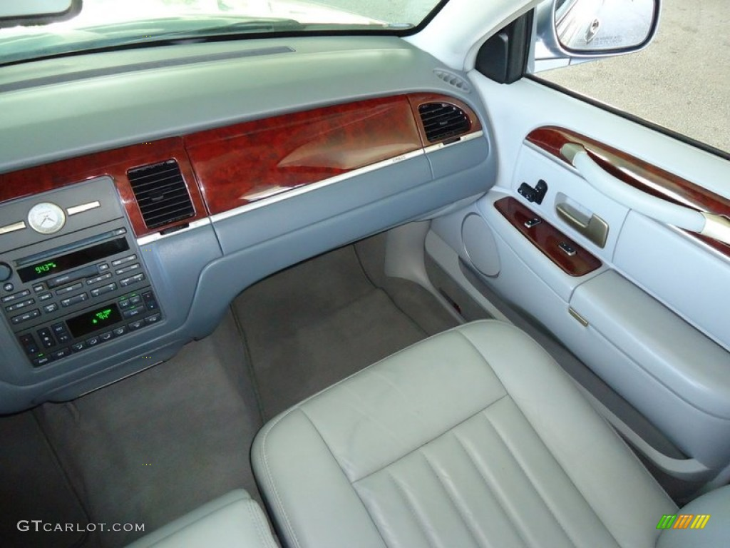 2004 lincoln town car signature shale dove dashboard photo 69988708. Black Bedroom Furniture Sets. Home Design Ideas
