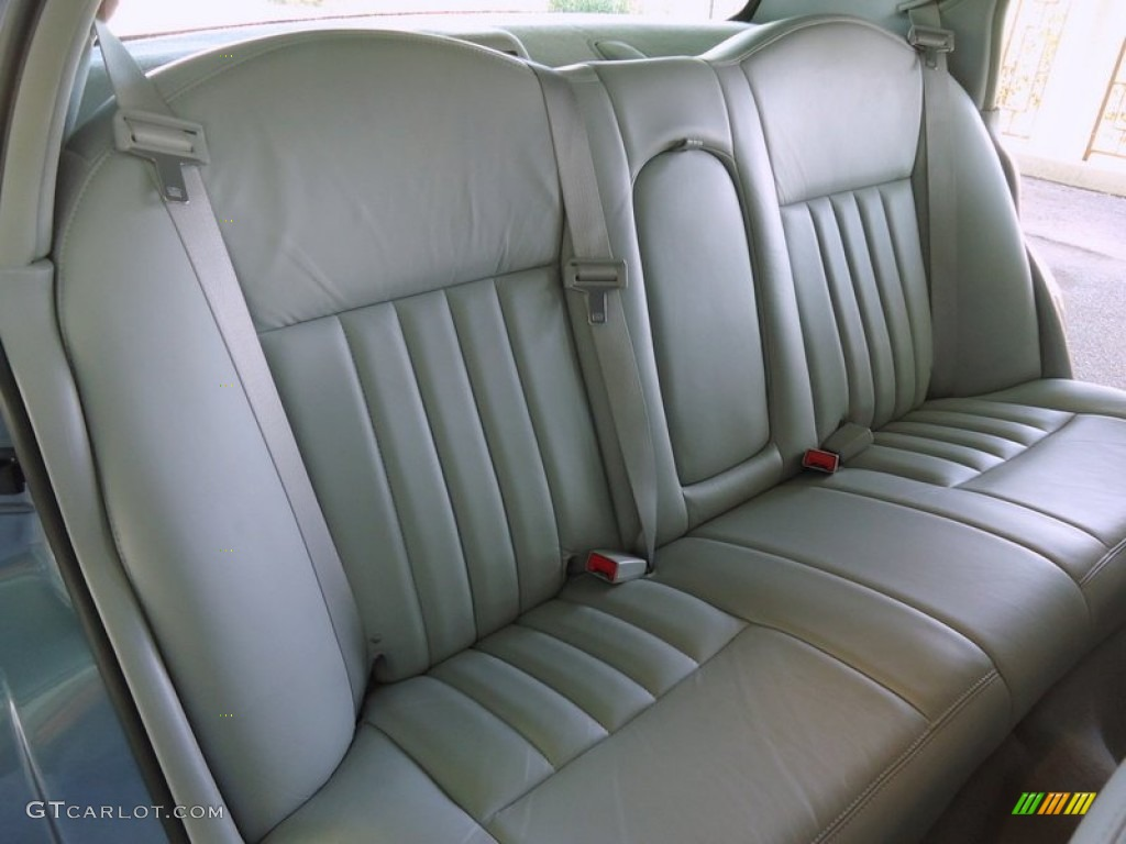 2004 lincoln town car signature rear seat photo 69988762. Black Bedroom Furniture Sets. Home Design Ideas
