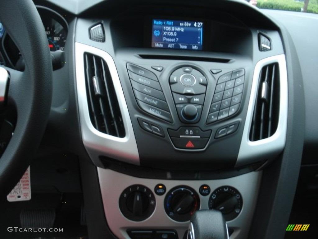 2013 Ford Focus SE Sedan Controls Photo #69995518