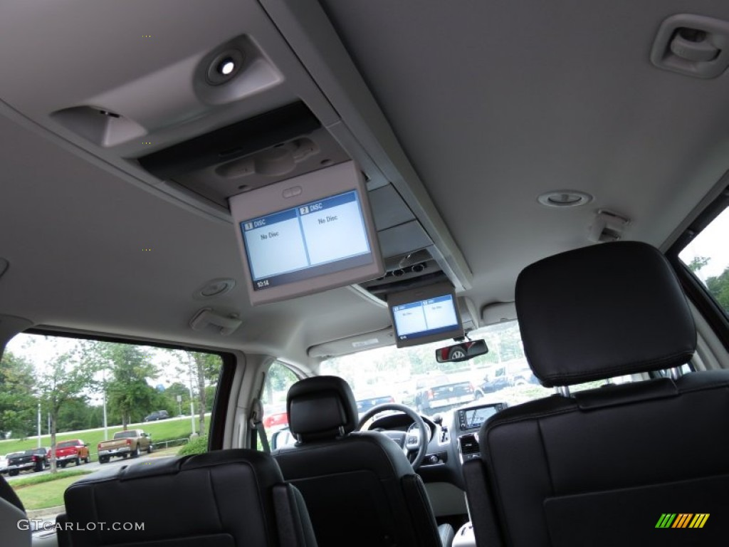 2013 Chrysler Town & Country Touring - L interior Photo #70187381