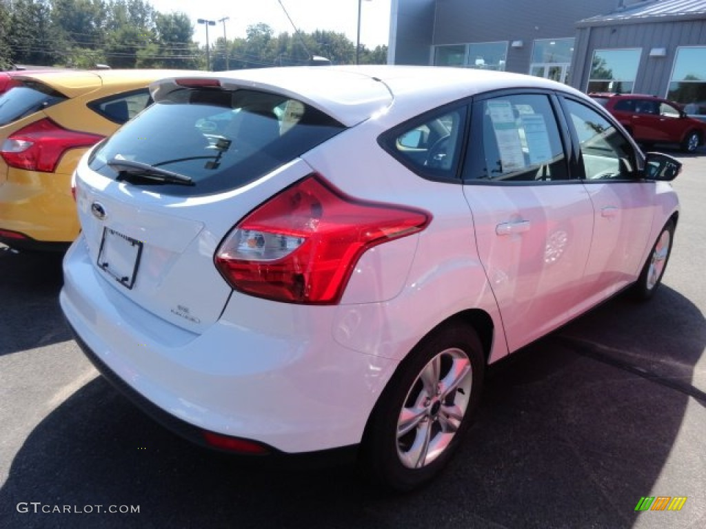 2013 oxford white ford focus se hatchback 70133371 car color galleries. Black Bedroom Furniture Sets. Home Design Ideas