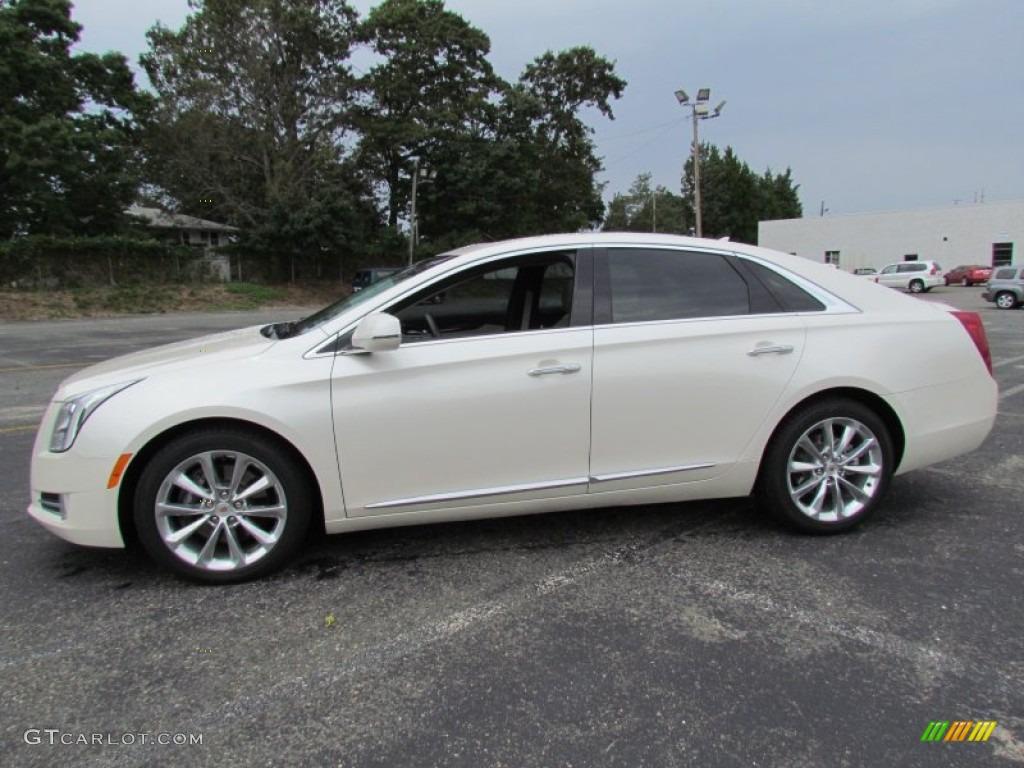 White Diamond Tricoat 2013 Cadillac Xts Premium Awd Exterior Photo 70440362