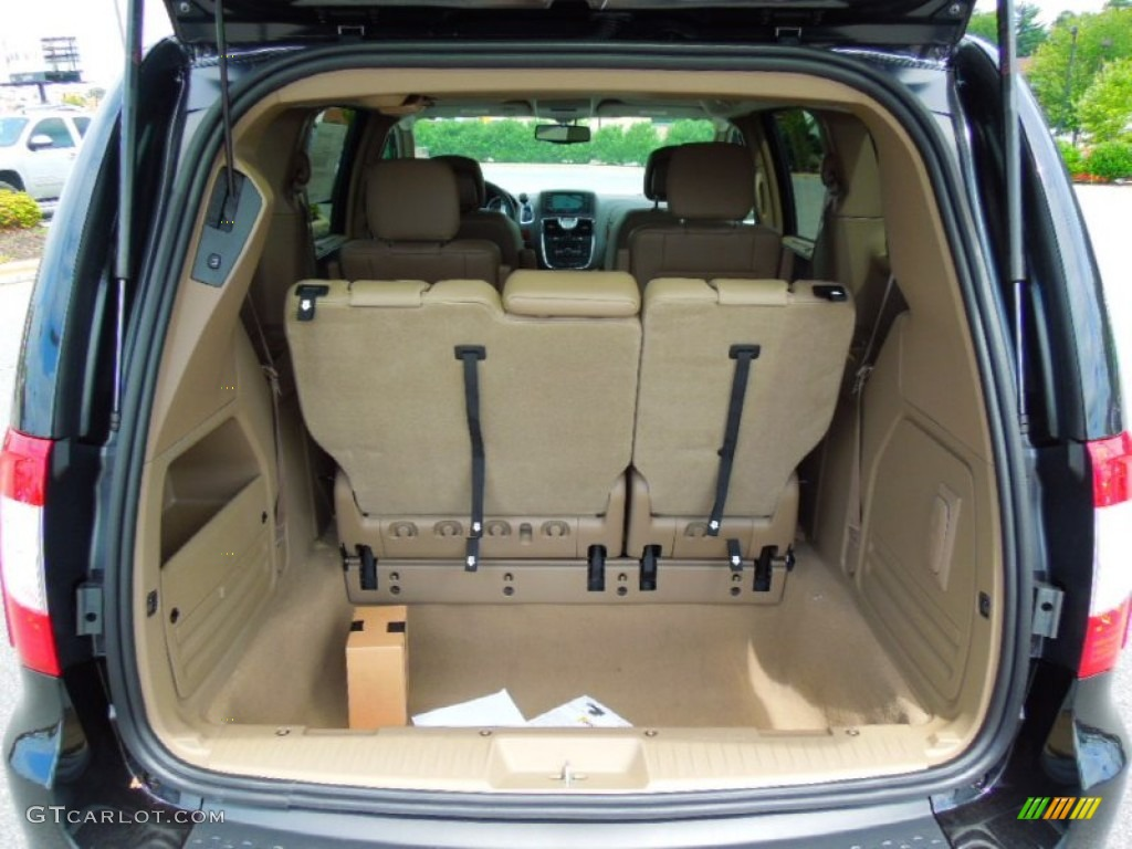2013 Chrysler Town & Country Touring - L Trunk Photo #70453571