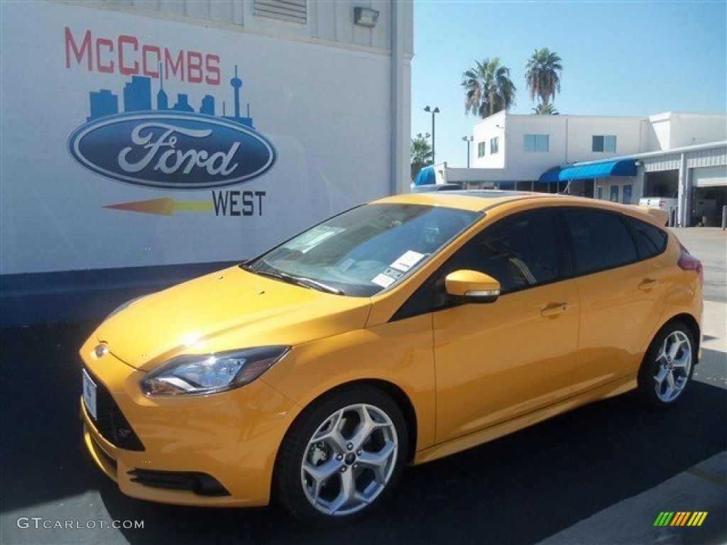 Tangerine Scream Tri-Coat Ford Focus