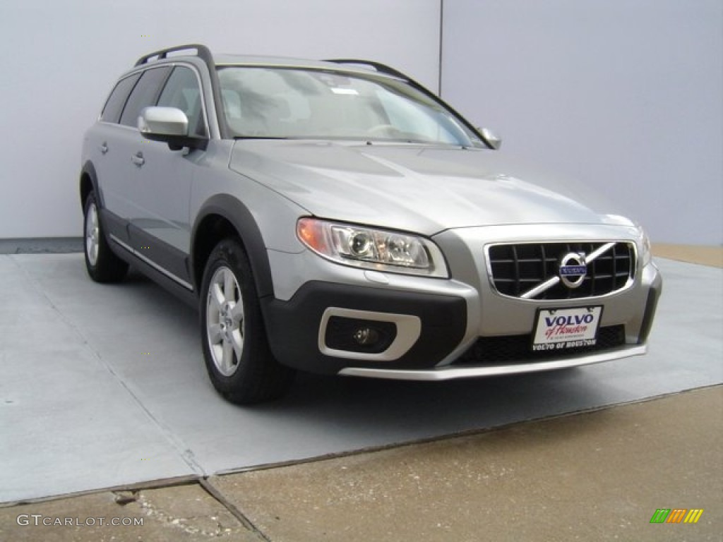 2013 electric silver metallic volvo xc70 32 70749653
