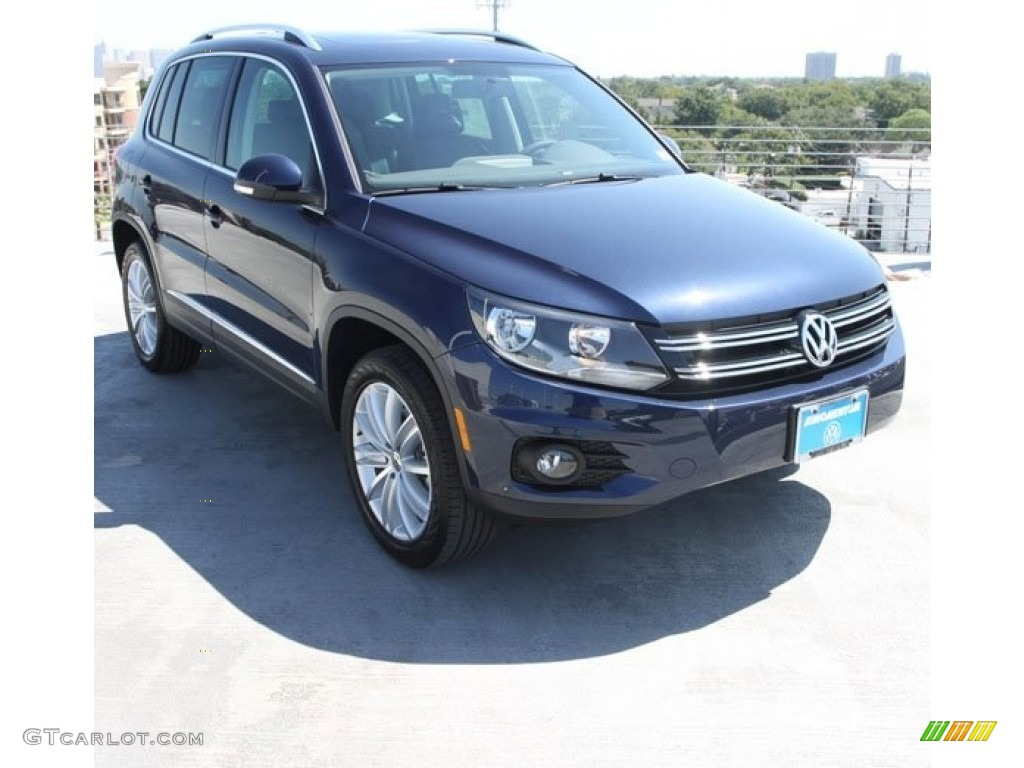 2013 night blue metallic volkswagen tiguan se 71063368. Black Bedroom Furniture Sets. Home Design Ideas