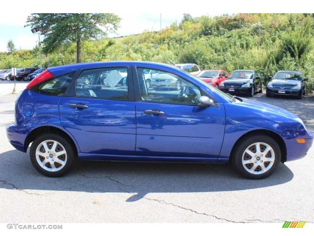 sonic blue metallic 2005 ford focus zx5 se hatchback. Black Bedroom Furniture Sets. Home Design Ideas