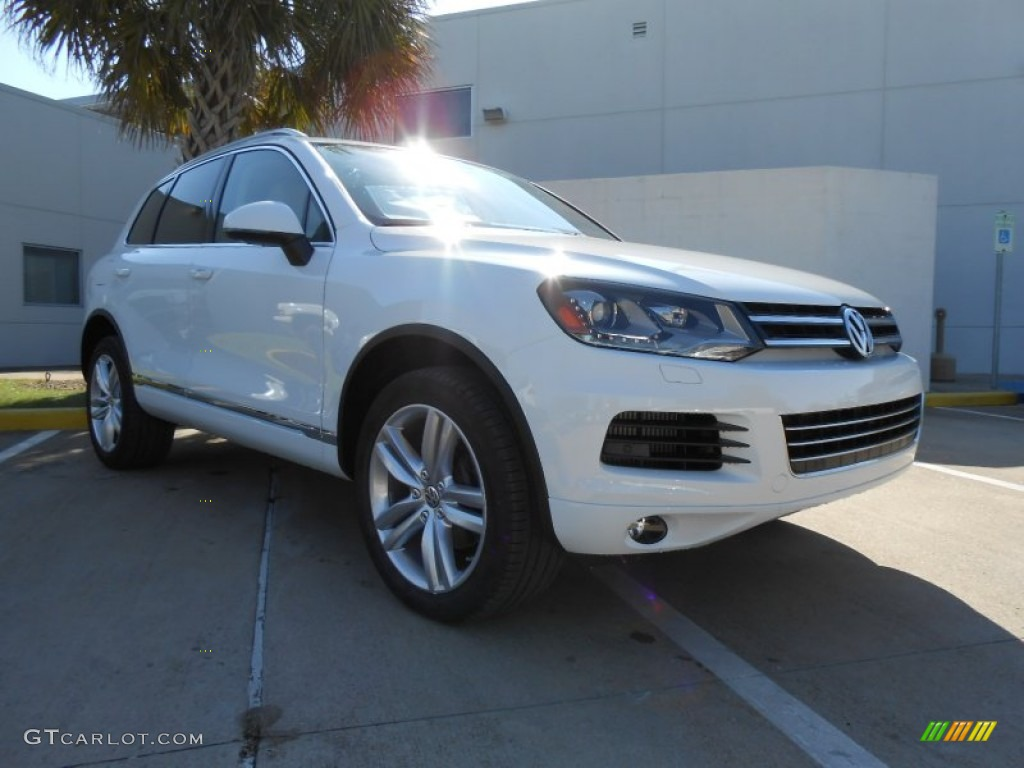 pure white volkswagen touareg tdi executive xmotion  photo  gtcarlotcom