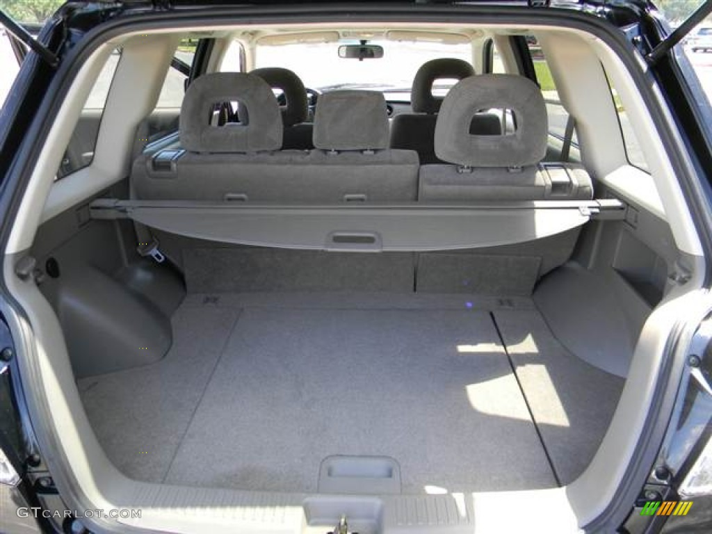 2004 Mitsubishi Outlander XLS Trunk Photos | GTCarLot.com