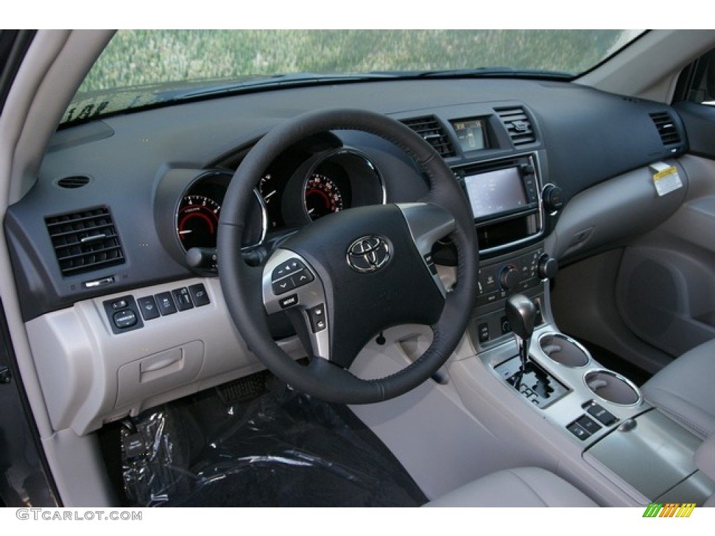 Ash Interior 2013 Toyota Highlander Se 4wd Photo 71523710