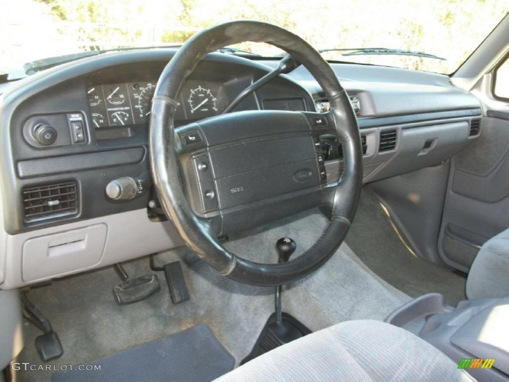 1996 Ford Bronco XLT 4x4 Grey Dashboard Photo #71564143