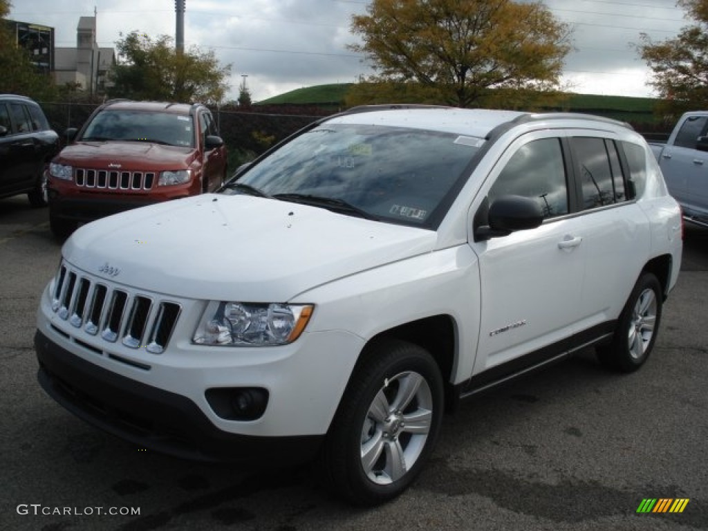 bright white 2013 jeep compass latitude 4x4 exterior photo. Black Bedroom Furniture Sets. Home Design Ideas