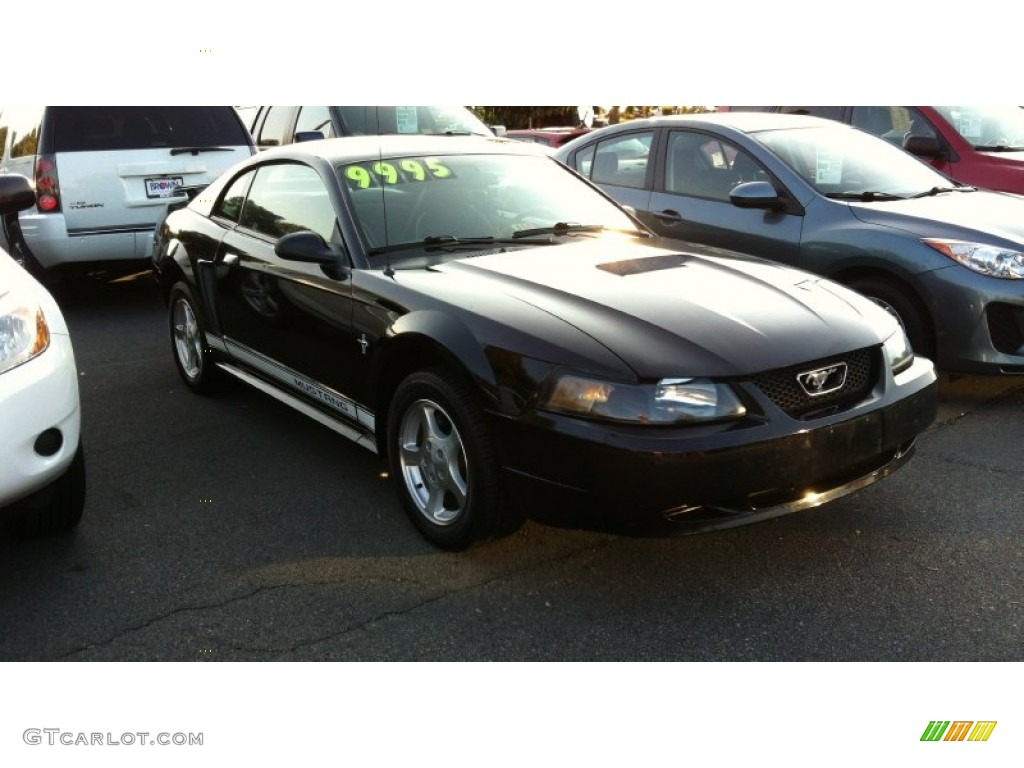 2002 Mustang V6 Coupe - Black / Dark Charcoal photo #1