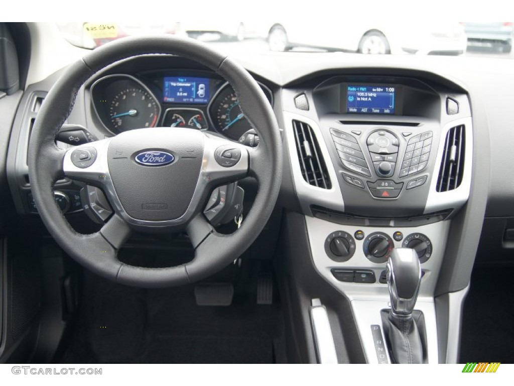 2013 Ford Focus SE Sedan Charcoal Black Dashboard Photo ...