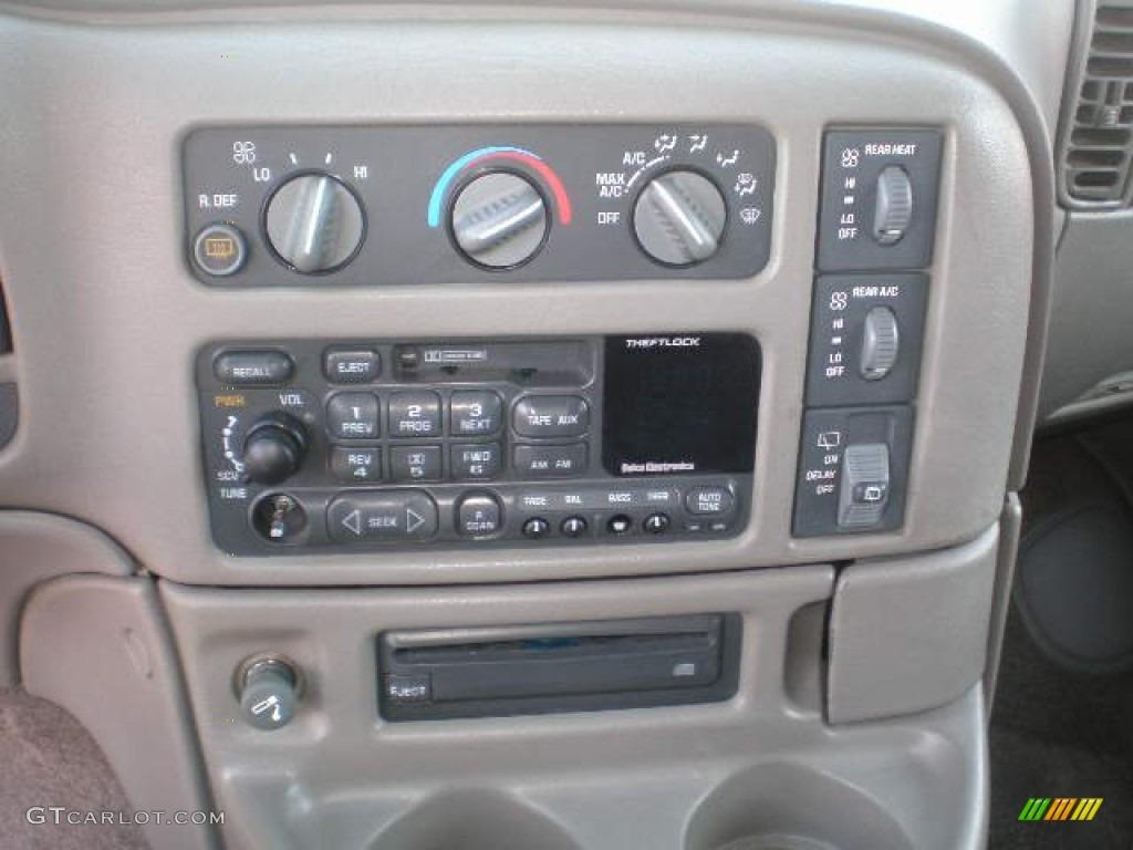 1999 Chevrolet Astro LT AWD Passenger Van Controls Photo #72349398