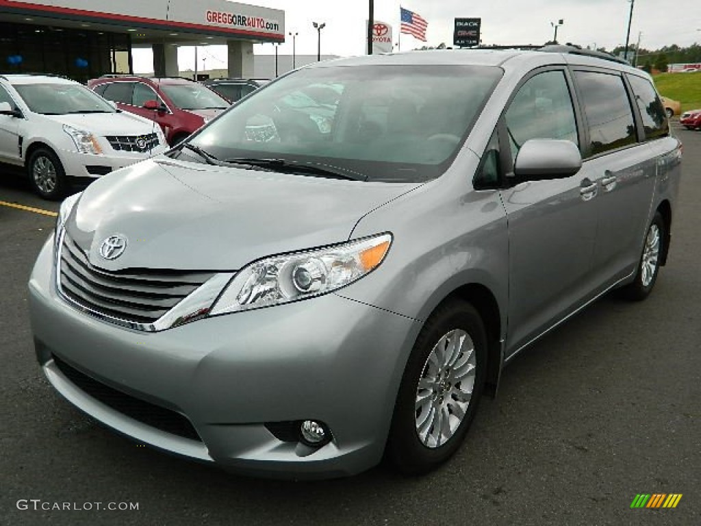 2011 Sienna XLE - Silver Sky Metallic / Light Gray photo #7