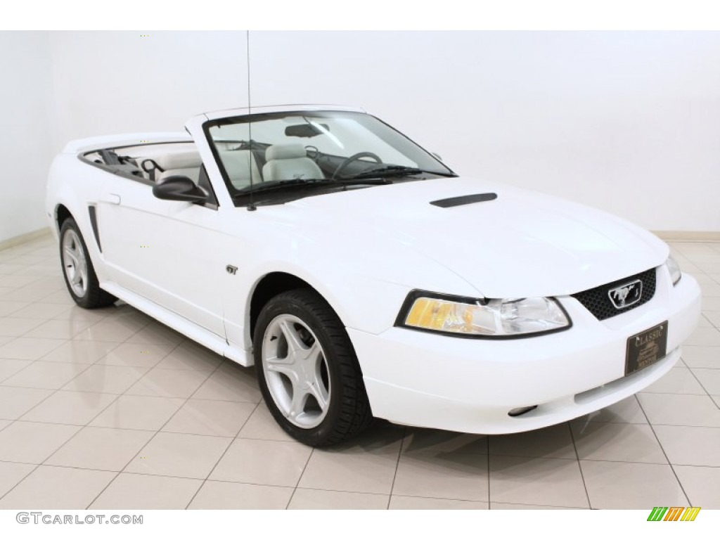 2000 Crystal White Ford Mustang Gt Convertible 72398211