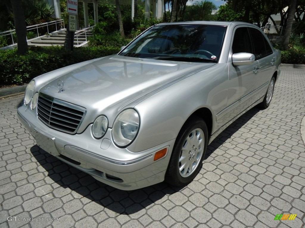 Brilliant silver metallic 2000 mercedes benz e 320 4matic for Mercedes benz 4matic sedan