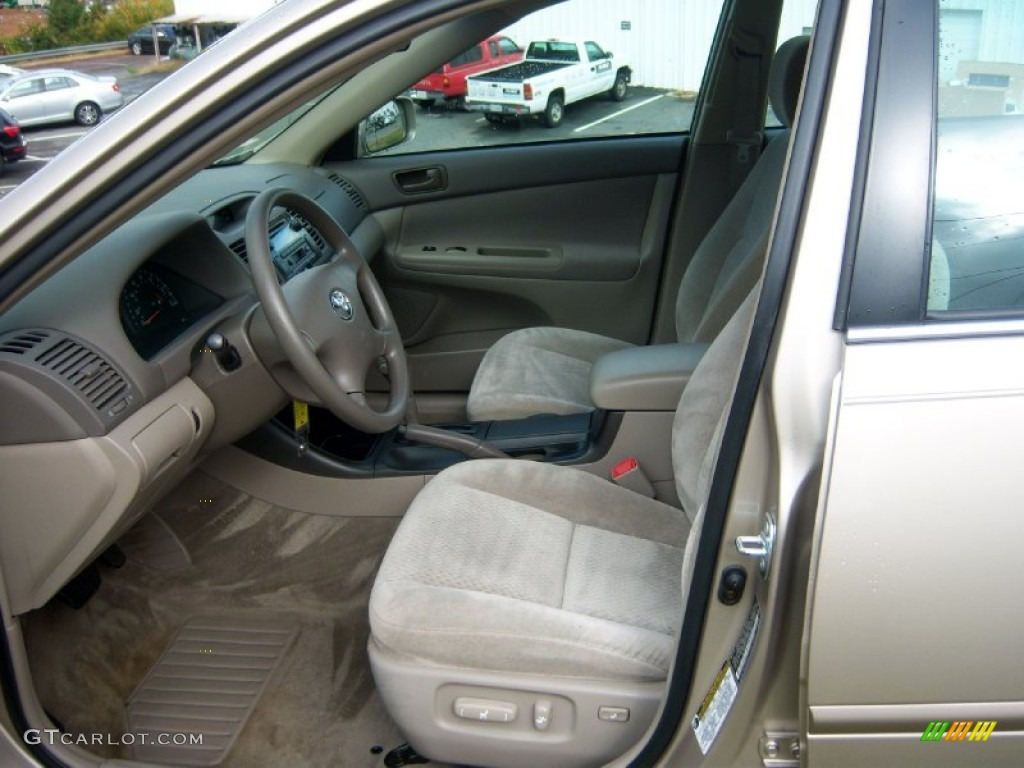 Taupe Interior 2004 Toyota Camry LE Photo #72471115