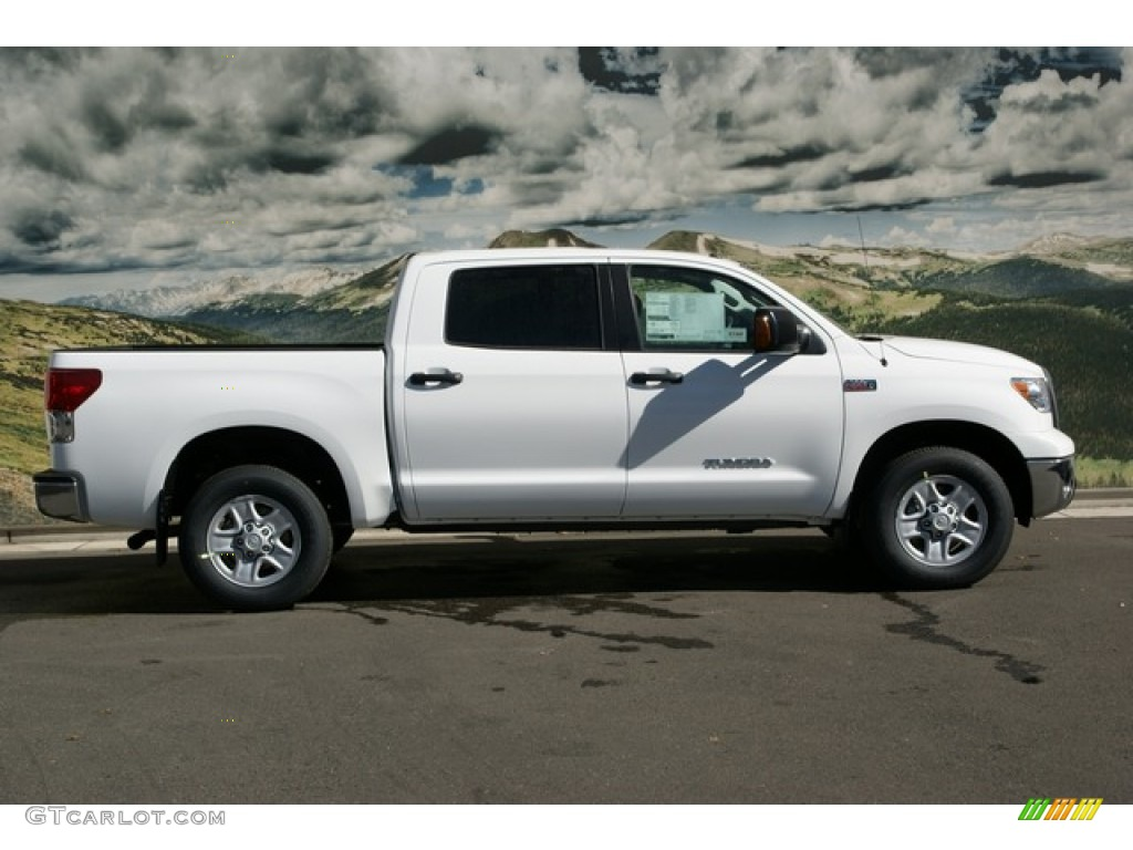 2013 Tundra CrewMax 4x4 - Super White / Black photo #2