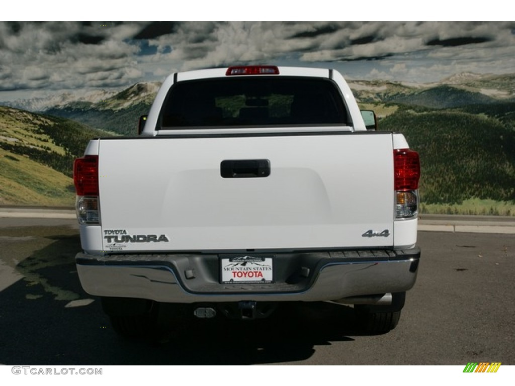 2013 Tundra CrewMax 4x4 - Super White / Black photo #5