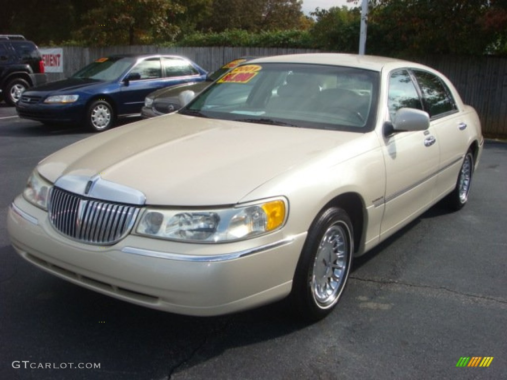 2001 ivory parchment tri coat lincoln town car cartier. Black Bedroom Furniture Sets. Home Design Ideas