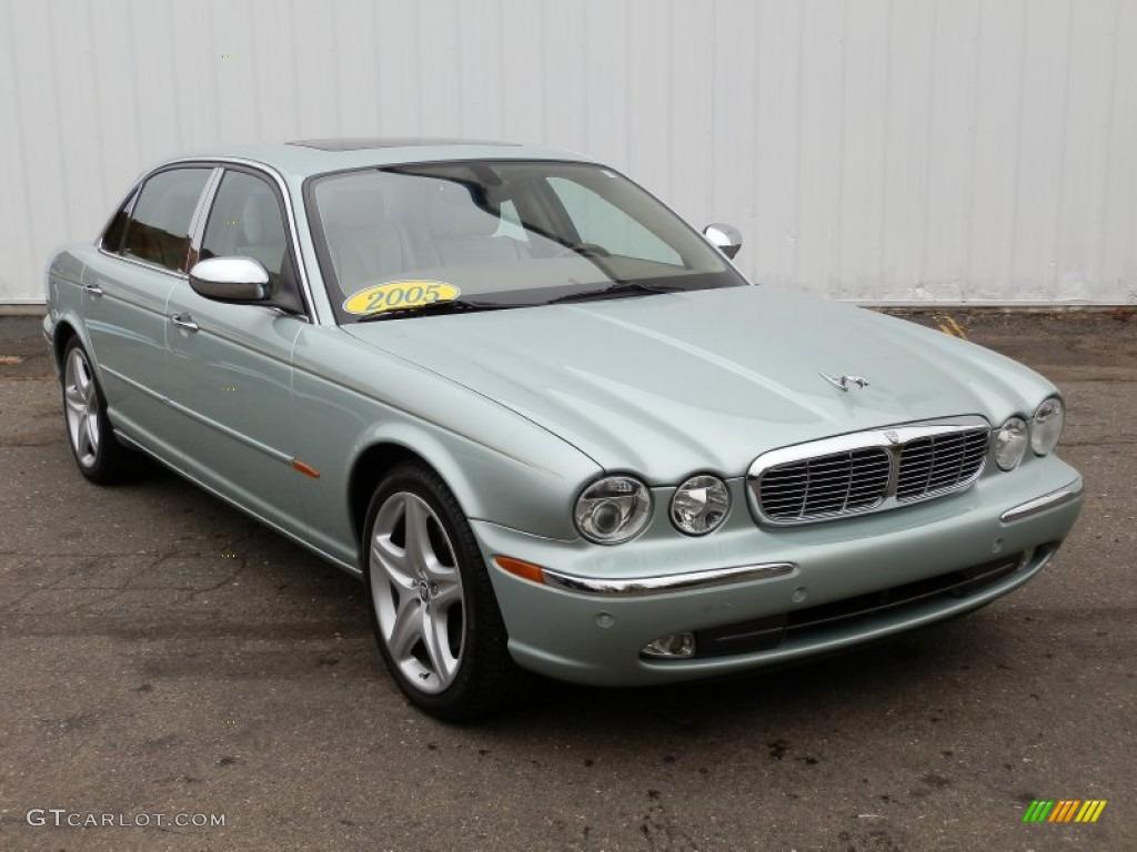 Seafrost metallic 2005 jaguar xj vanden plas exterior for Jaguar xj exterior