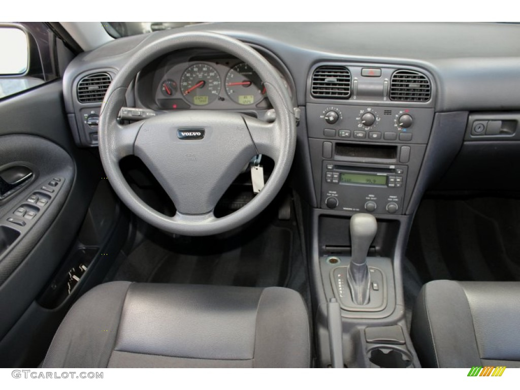 2004 volvo v40 standard v40 model graphite dashboard photo for Interior volvo v40
