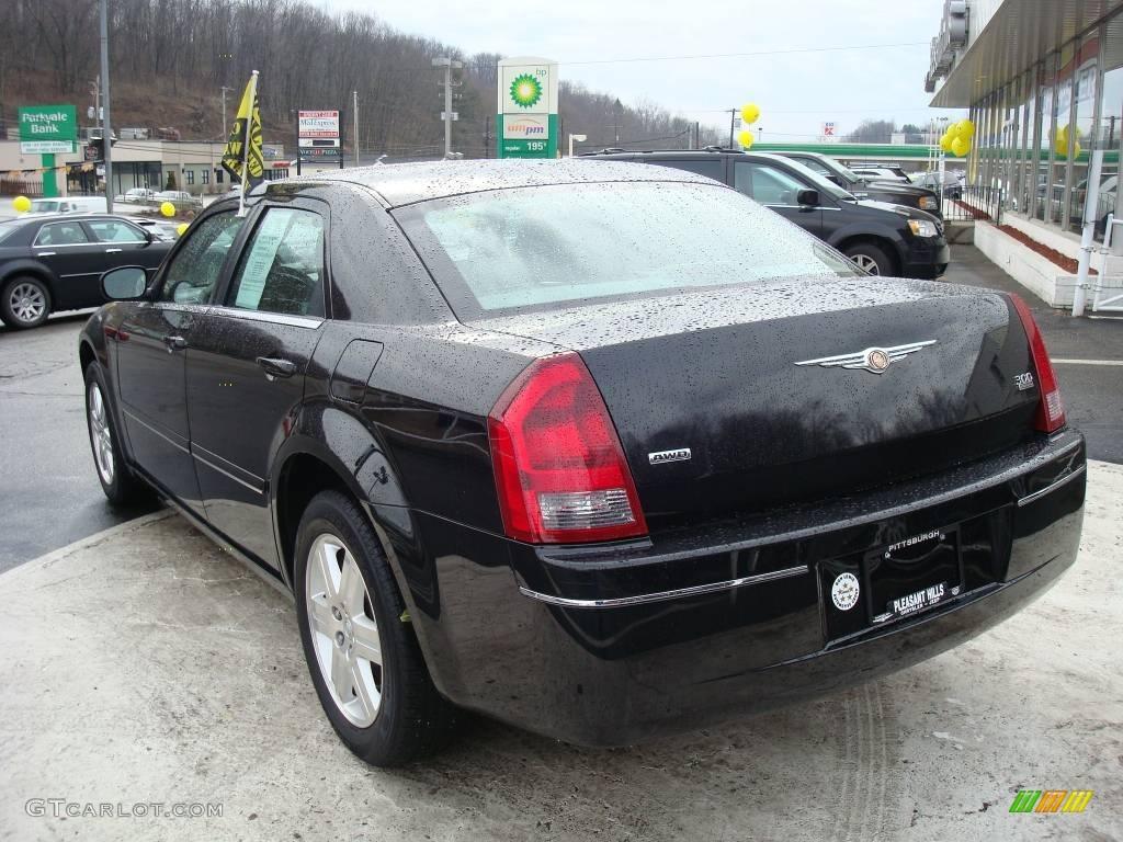 2005 300 Touring AWD - Brilliant Black Crystal Pearl / Dark Slate Gray/Medium Slate Gray photo #2