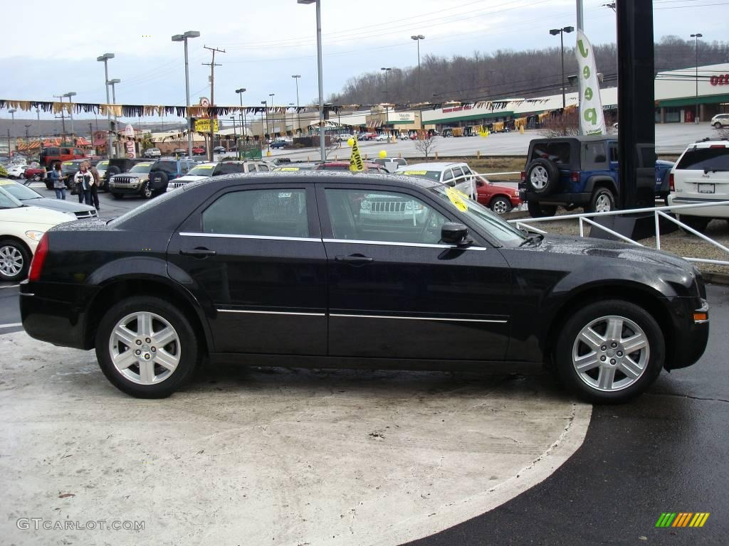 2005 300 Touring AWD - Brilliant Black Crystal Pearl / Dark Slate Gray/Medium Slate Gray photo #5
