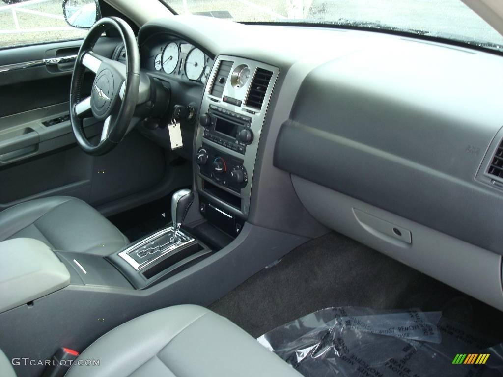 2005 300 Touring AWD - Brilliant Black Crystal Pearl / Dark Slate Gray/Medium Slate Gray photo #14