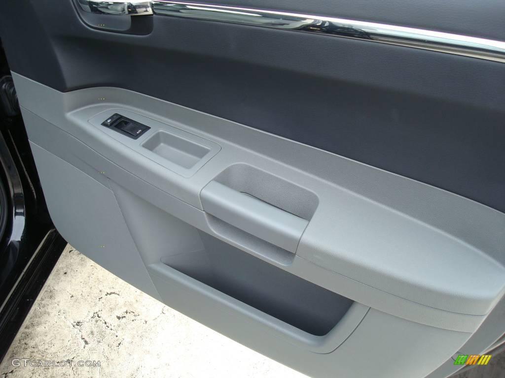 2005 300 Touring AWD - Brilliant Black Crystal Pearl / Dark Slate Gray/Medium Slate Gray photo #15