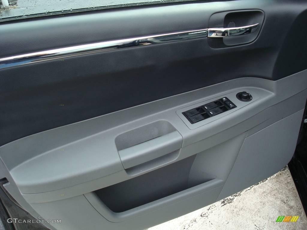 2005 300 Touring AWD - Brilliant Black Crystal Pearl / Dark Slate Gray/Medium Slate Gray photo #21