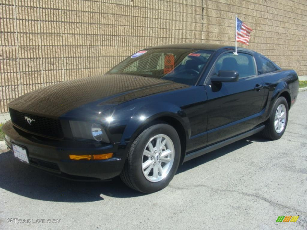 2007 Mustang V6 Deluxe Coupe - Black / Dark Charcoal photo #1