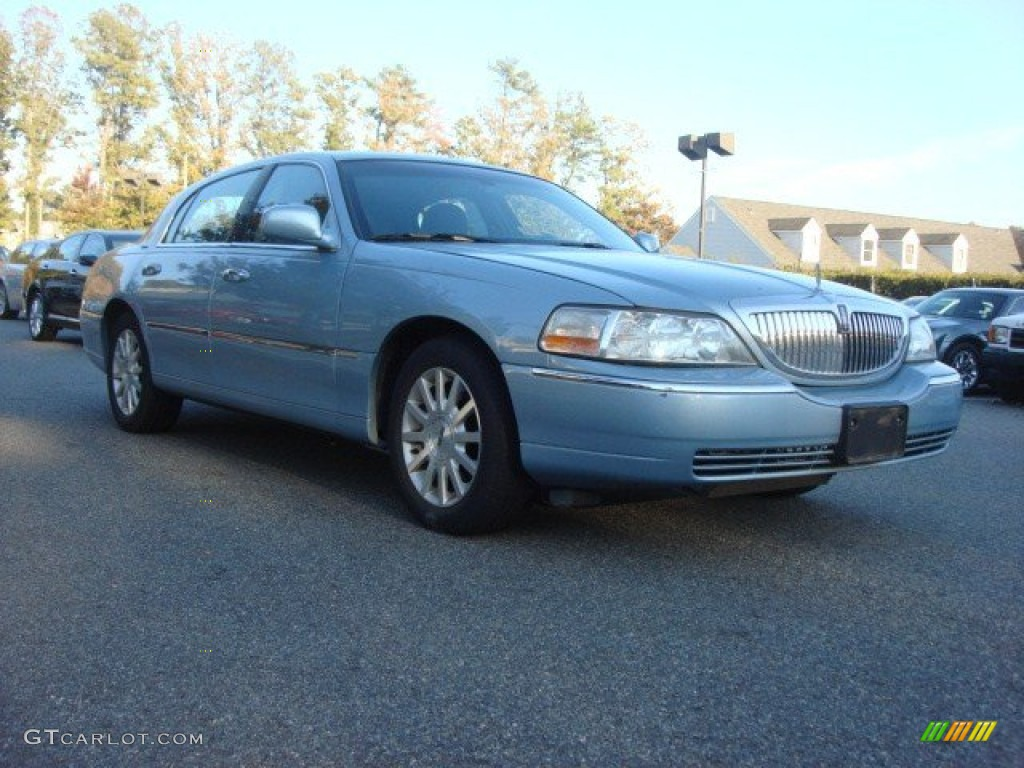 2007 Light Ice Blue Metallic Lincoln Town Car Signature 73180153