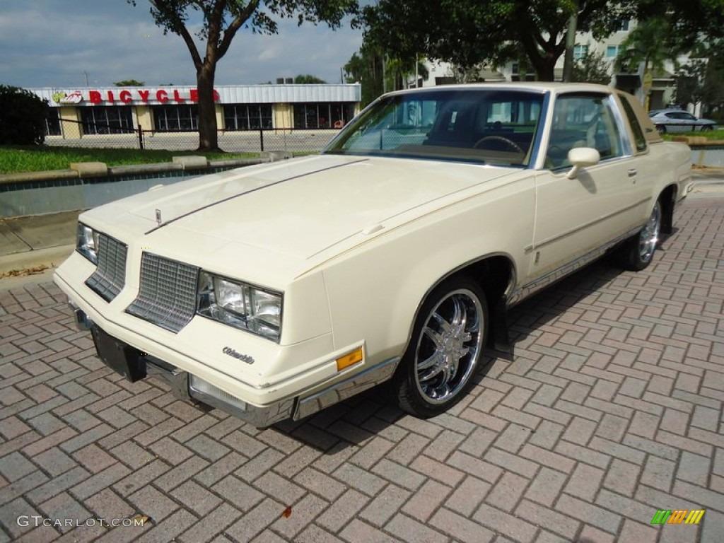 1985 Cream Beige Oldsmobile Cutlass Supreme Brougham Coupe 73408457 Car Color